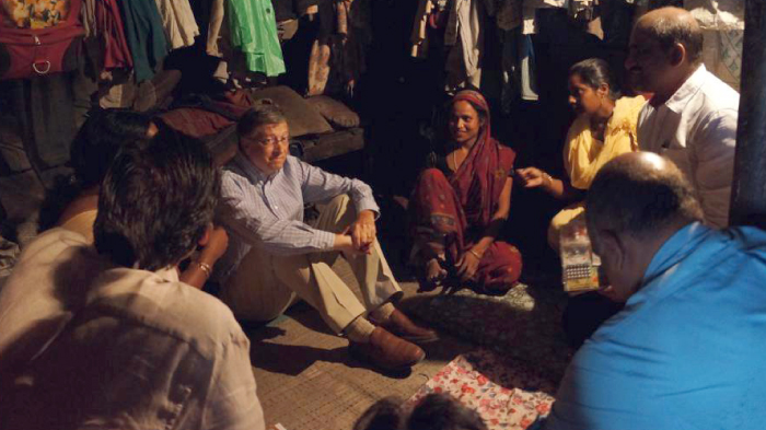 Bill Gates with a group of mothers in Uttar Pradesh, India